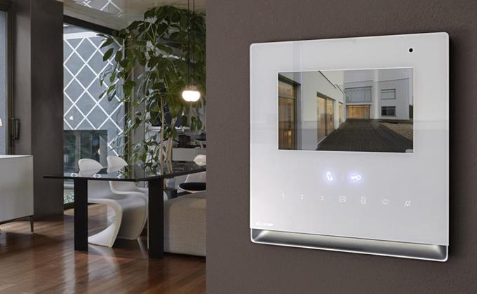 Video entry: Simple Video is not just a simple door entry monitor, but a unique object, capable of meeting all the requirements of the home, from home automation to video monitoring, access control and intruder alarm.